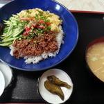 22896527 - 三色丼650円