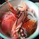 海鮮丼 浜辺丸 - 海鮮丼 ¥1580  ご飯見えてますやぁん (;゚Д゚)エエー