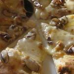 ピッツェリア ラマーノ - マッシュルームのピッツア、アップ!