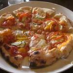 ピッツェリア ラマーノ - 彩り野菜のピッツア
