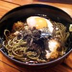久保田 - 久保田そば(600円) ※冷たい茶そばに温泉たまご、山芋
