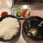 安楽亭 八王子上柚木店 - ご飯、キムチ、スープ(満腹250gセット)