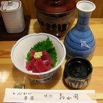 おか田 - (岡田さん時代)お通しのマグロ刺身と日本酒2合