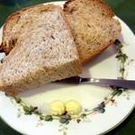 キッチン カントリー - ランチに付いてくるパン