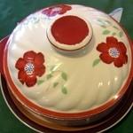 キッチン カントリー - グーラッシュは土鍋で提供