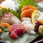 魚屋海老蔵 - 料理写真:不動の人気!刺身の盛り合わせ