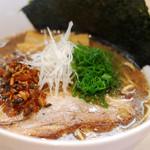 湖麺屋 リールカフェ - 富士桜ポークと追い煮干しにより、魚介の風味を高めた、平日限定『豚煮干しらぁ麺』。専用トッピングの炙りチャーシューもお楽しみください。