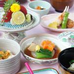 和食堂 山里 - 料理写真:季節の味覚でおもてなし