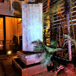 アラム バリ カフェ - 中庭の石像☆