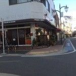 L'ATELIER DU SUCRE - 京成小岩駅方面からの外観