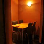 つむぎや テッパンヤキ - 仲間と気兼ねなくお楽しみ頂けるテーブル席もございます。