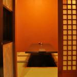 つむぎや テッパンヤキ - 4名様〜6名様まで入れる掘りごたつのお座敷個室を1部屋ご用意しております。