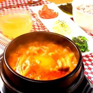 韓国茶飲み放題!おいしく食べてキレイになれるランチ♪