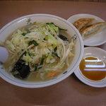 りんりん - 或る日のランチセットB(タンメンとジャンボ餃子2個で790円)