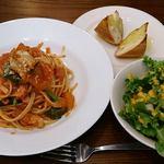 Boo - Pizza & Kitchen Boo @ときわ台 本日のパスタランチ ベーコンとホウレン草のトマトソース 900円