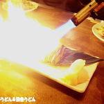 イザカヤTOMBO - 炙りシメサバ(レモンをかけると爆発)