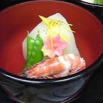 東大美 - 会席の料理の炊き合わせ。(6,820円のコースより)丸大根と足赤海老の炊き合わせ。刻み柚子をそえて。