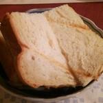 オー ミリュー ドゥ ラ ヴィ - 玉ねぎパン
