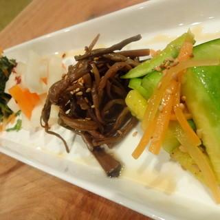 新鮮野菜たっぷりで体に優しい韓国料理