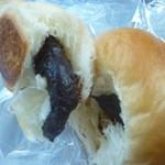 杉村ベーカリー - コロネ(コーンフレーク入り)中のチョコレートにコーンフレークが入っています