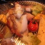 ミツバチ - オーブンで焼き上げた鶏ももコンフィー980円