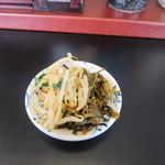 まんまる - お惣菜は特製の辛子高菜とニラもやしをいただいてきました。