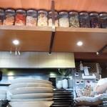 鶴亀飯店 - 厨房は2人で回しています