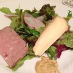 22930097 - 田舎風パテ チーズのサラダ