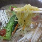 三友軒 - 元祖カルビー麺の麺はこんな感じ
