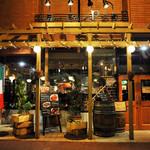 大衆ビストロボン - すすきの東急プラザの一階。外からの温かい日差しが差し込む路面店です