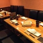 日本橋裏なんば創作串揚げ彩華 - テーブル席最大25名様迄ご利用頂けます。