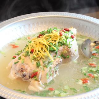 鶴橋で生まれた韓国料理専門店 韓味一の参鶏湯が食べれます!