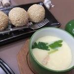 函館とんき - 2013/12 デザート胡麻団子3つも。茶碗蒸しとジュースも。
