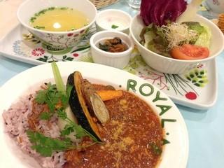 アーマテラス カフェ - 2013年12月6日 シェフのまかない 彩り野菜のトマトカレー