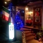 ラ・ベファーナ - 下北沢駅西口の隣り、ローソン様から見えるイタリア国旗と「やってます」看板が目印です。