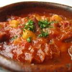 IBIZARTE - もつのトマト煮込み、カジョス。寒い季節にどうぞ。