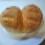 22942309 - クロワッサン風トースト 当日はちぎって食べ、翌朝は厚めにスライスしていただきます♪
