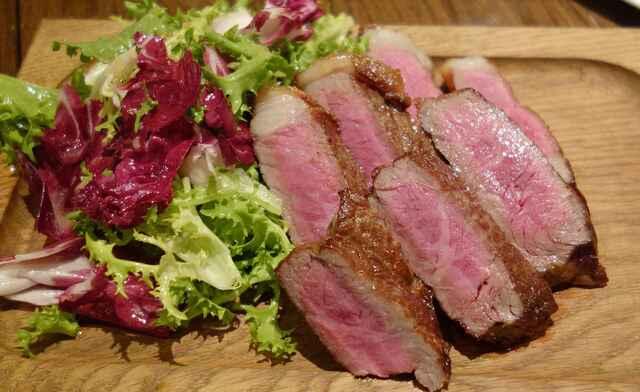 ルヴァン エ・ラ・ヴィアンド - 大沼牛のローストビーフはボリューム感があって美味しそうなのはもちろんですが 肉はきちんと野菜がしっかりと添えられている点が嬉しい所です。