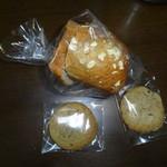 22948138 - ひまわりの種のブレッドとクッキー2種
