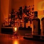 Bar 日向 - 全体的に暖かみののある優しい照明