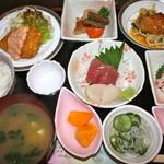 サクラ - 料理写真:おまかせランチ 1000円   主菜が3品ありました。