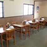 麺屋 雪国 - テーブル席 16席