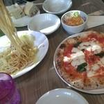 アマーク ド パラディ ICC - パスタランチとピザ どちらも600円 GARB Weeks と同じ味がしたピザ このピザ。この価格は大満足(^-^)v