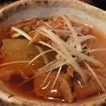 炭焼酒家本郷 - 牛スジ大根はスープまでいける