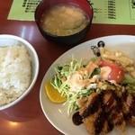 緑亭 - チキンカツ定食(700円)