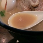 麺や純氣 - 肉入りそばのスープ、円やかで美味いッス!