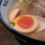 麺や純氣 - 半熟卵も火入れバッチグー!黄身がトロケマス!
