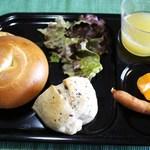 22969682 - ベーグルと五色豆パンで朝食①