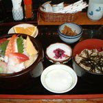 2297992 - 海鮮丼定食 大盛り    700円