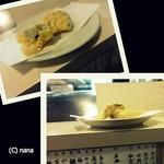 天ぷら亭 - 揚げたての天ぷらが置かれていきます。